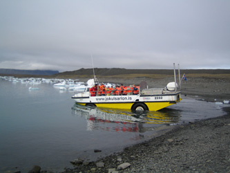 Amphibian vehicle on Jokulsarlon